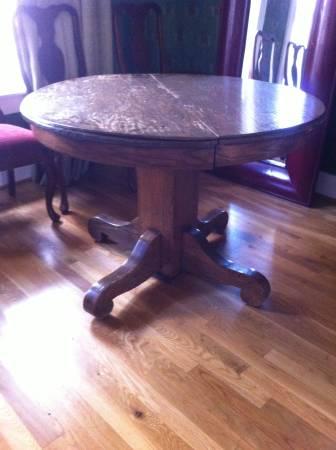 Round Pedestal Table     $50     View on Craigslist