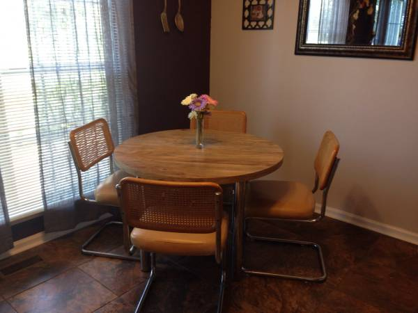 Mid Century Table and Chairs     $75     View on Craigslist
