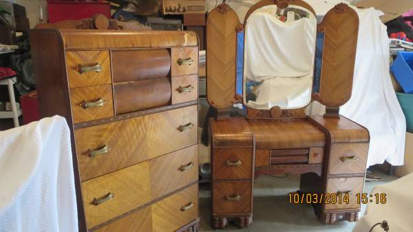 Bedroom Set $100 I love these 2 pieces and $100 for both is a great deal.  View on Craigslist