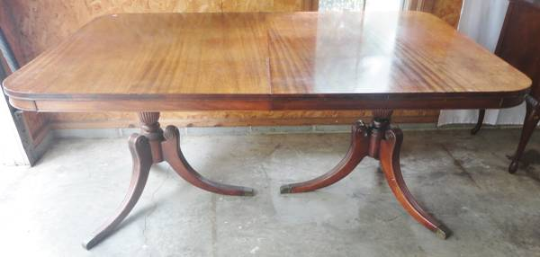Dining Table     $60     View on Craigslist