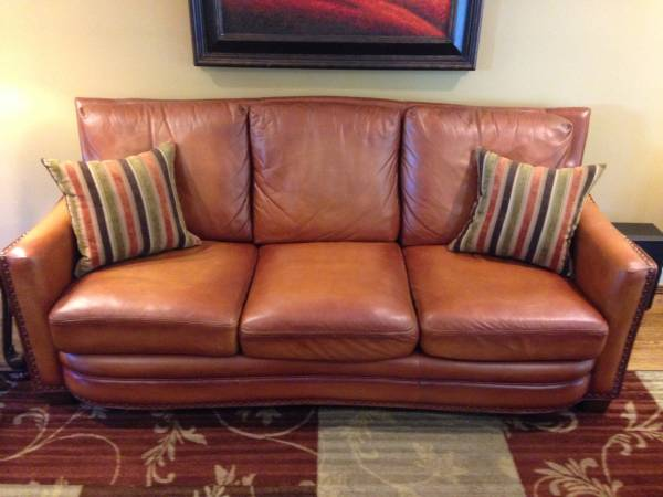 Leather Sofa     $750     View on Craigslist