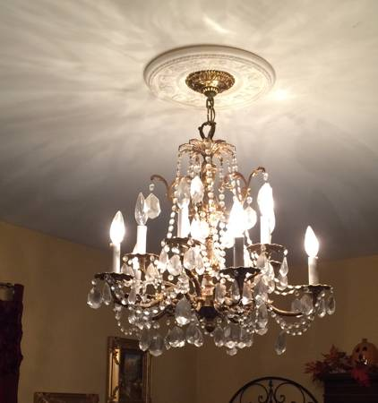 Chandelier     $75     View on Craigslist