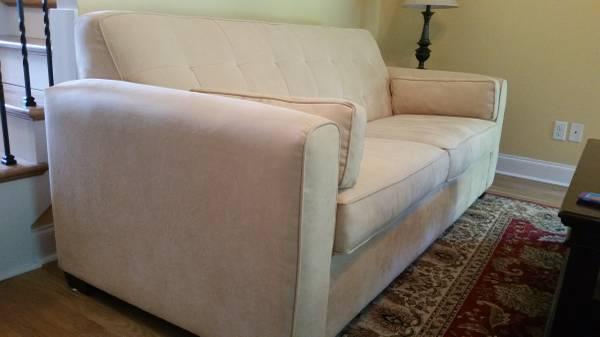 Havertys Sofa $175 View on Craigslist