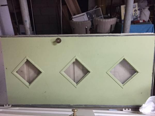 Retro Front Door     $100     View on Craigslist