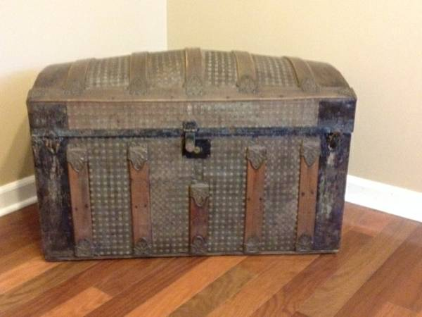 Antique Steamer Trunk     $75     View on Craigslist