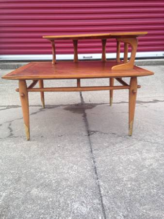Mid Century Modern End Table     $100     View on Craigslist