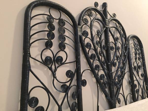 Vintage Rattan Headboard Twin     $30   Love these headboards - would be really cute spray painted a fun color.    See on Pinterest      View on Craigslist