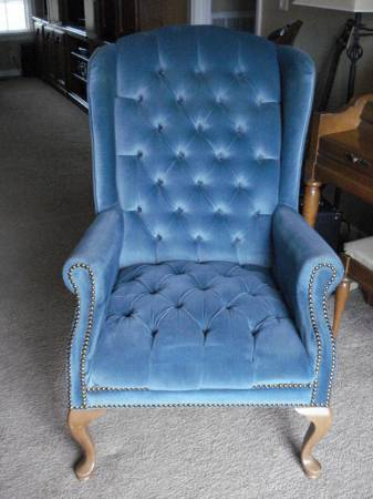 Tufted Wingback     $30     View on Craigslist