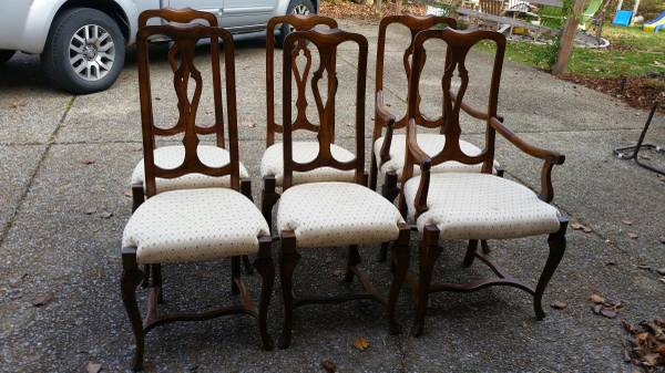 Set of 6 Dining Chairs     $125   These chairs would be gorgeous painted and reupholstered.    View on Craigslist