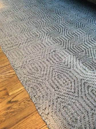 Safavieh Flat Weave Rug     $200     View on Craigslist