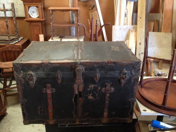 Antique Steamer Trunk     $85     View on Craigslist