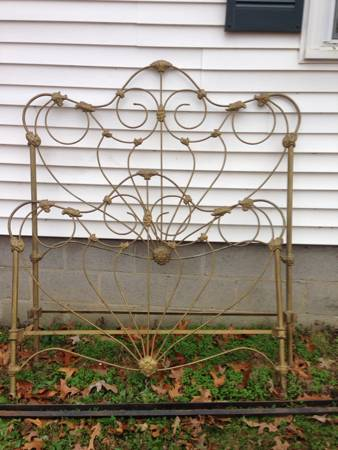 Antique Wrought Iron Bed     $200     View on Craigslist