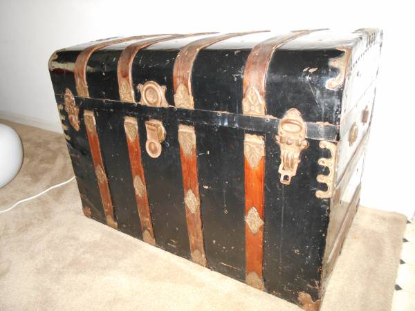 Antique Steamer Trunk $120 View on Craigslist