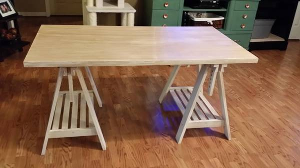 Desk     $150     View on Craigslist