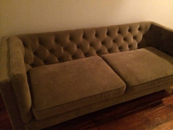 Tufted Velvet Sofa     $475     View on Craigslist