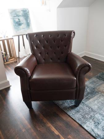 Leather Club Chair     $200     View on Craigslist