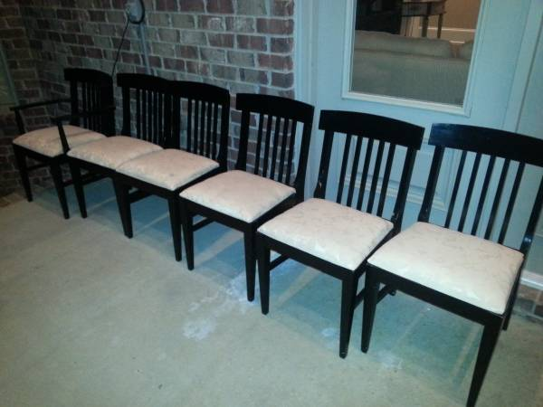 Set of 6 Chairs     $50     View on Craigslist
