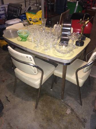 Retro Table and Chairs     $100     View on Craigslist