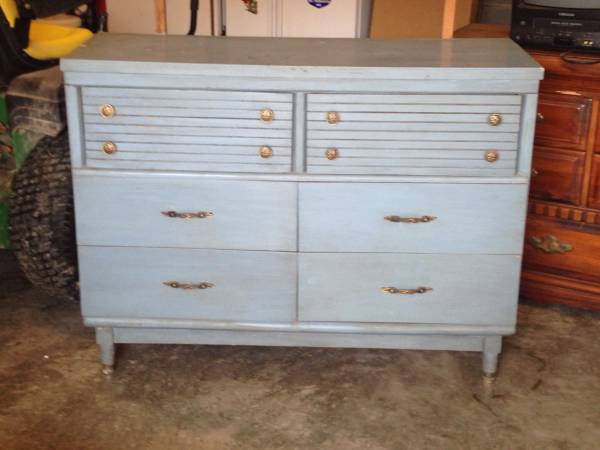 Mid Century Dresser     $75     View on Craigslist