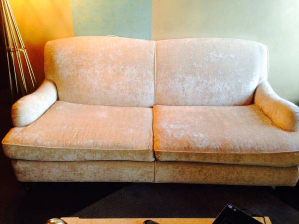 Mitchell Gold & Bob Williams Sofa     $1000   This is the London sofa and retails for $2900.    View on Craigslist
