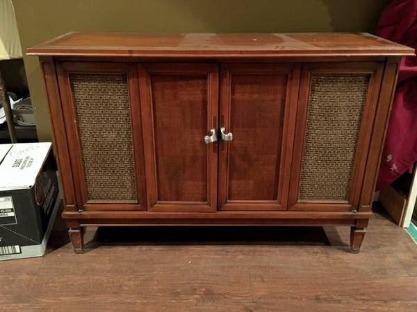 Vintage Stereo Cabinet     $50   This would look great with a coat of paint.    View on Craigslist