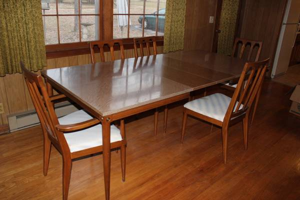 Mid Century Modern Dining Set     $199     View on Craigslist