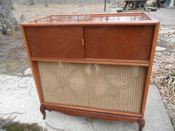 Vintage Stereo Cabinet      $40   This is a great piece to repurpose.    View on Craigslist