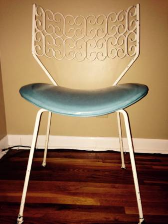 Vintage Chair     $35   This would be a perfect vanity or desk chair.    View on Craigslist
