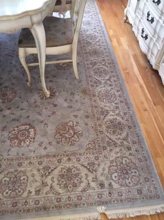 8' x 11' Area Rug     $350     View on Craigslist