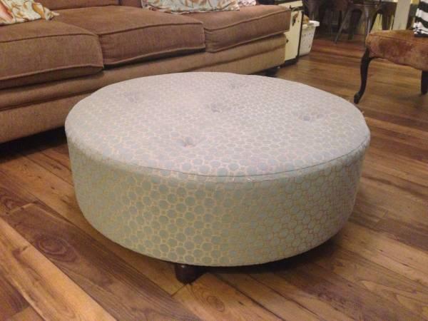 Round Ottoman     $40     View on Craigslist