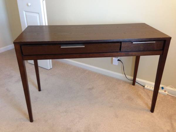 Desk     $45     View on Craigslist