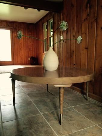 Mid Century Coffee Table     $75     View on Craigslist