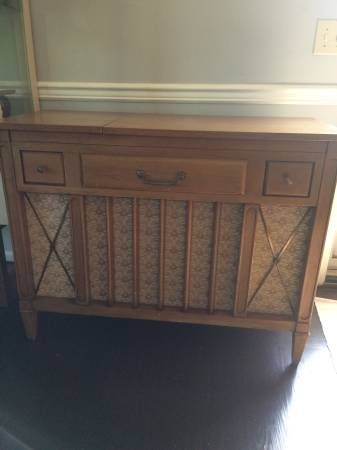 Working Record Player/Cabinet     $80   This piece would look great with a coat of paint - use as a record player or take the components out and turn into a buffet or mini bar.    View on Craigslist
