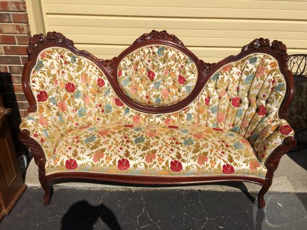 Victorian Style Sofa     $200   I think this sofa would look fabulous is the wood portion was painted - it would definitely help modernize it a bit.    View on Craigslist