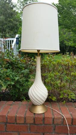 Lamp     $10     View on Craigslist
