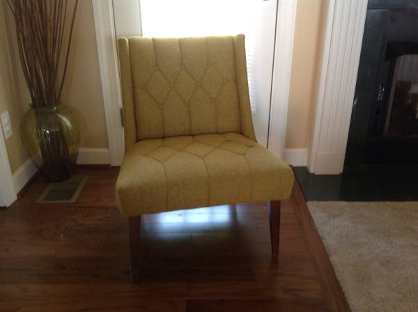 Mid Century Tweed Chair     $100     View on Craigslist
