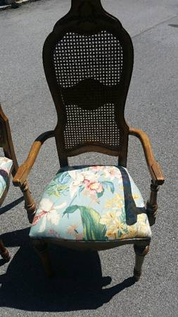 Set of 6 Chairs     $50   Not only is this a really good deal but I think these chairs would look fabulous painted and reupholstered.     View on Craigslist