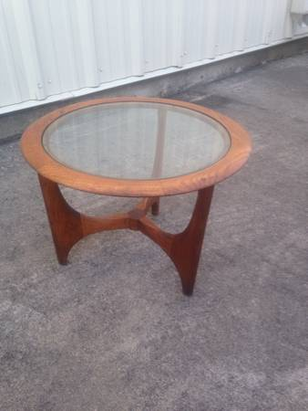Mid Century Table     $120     View on Craigslist