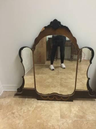 Antique Vanity with Mirror     $100     View on Craigslist