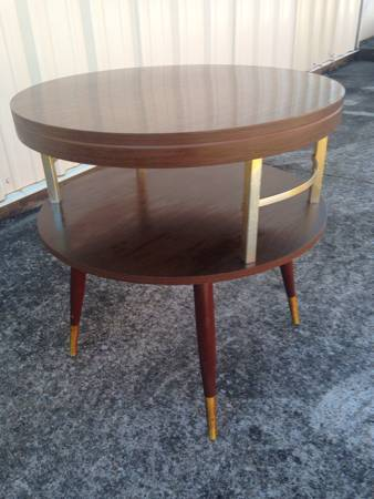 Mid Century Modern End Table     $40     View on Craigslist
