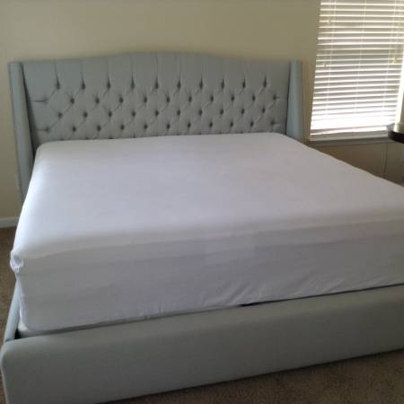 Mitchell Gold King Bed     $1500   This Mitchell Gold + Bob Williams bed retails for $2745.    View on Craigslist