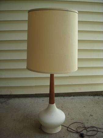 Mid Century Lamp     $25     View on Craigslist