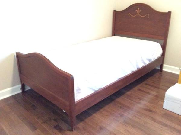 Twin Bed     $79     View on Craigslist