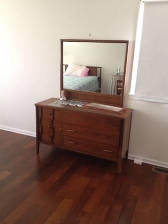Mid Century Bedroom Set     $200     View on Craigslist
