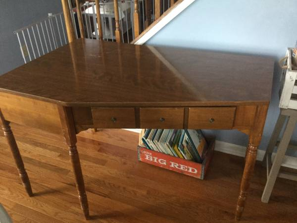 Ethan Allen Desk     $75     View on Craigslist