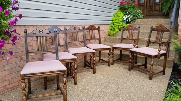 Set of 6 Dining Chairs     $165     View on Craigslist