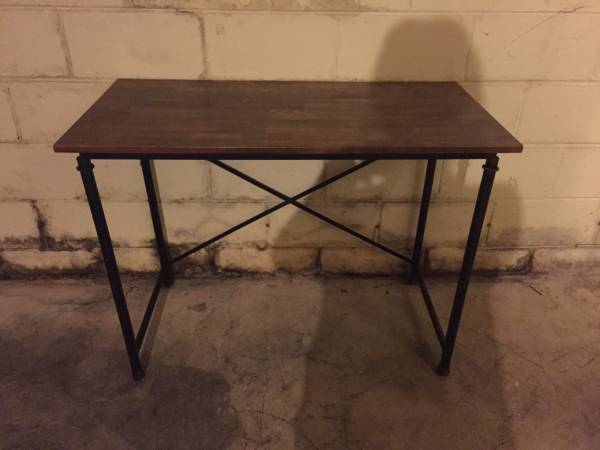 Desk     $50     View on Craigslist