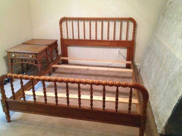 Queen Bed and Nightstands     $150   This bed would look really nice painted.    View on Craigslist