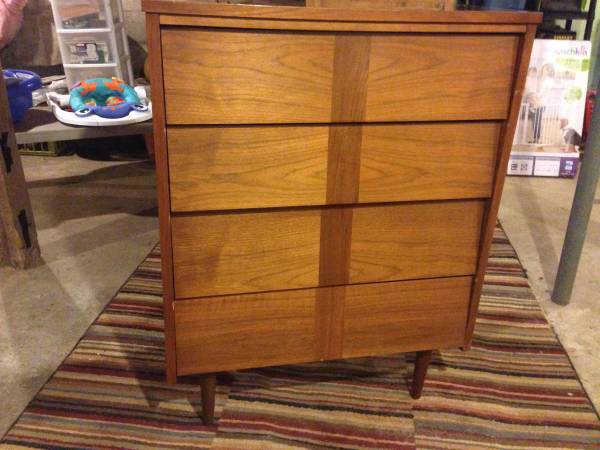 Mid Century Dresser     $100     View on Craigslist