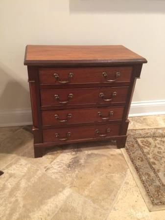 Small Dresser/Side Table     $45     View on Craigslist